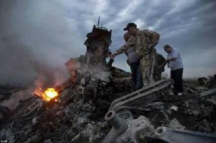 在飞机失事中,遇难旅客的故事往往容易引起共情
